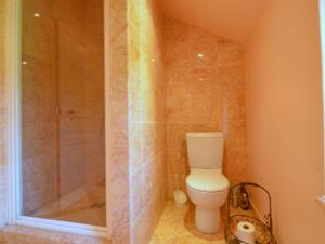 A bathroom at Spacious Villa in Normandy countryside with garden