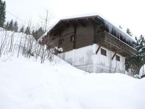 Cozy Holiday Home in Les Gets with TV during the winter