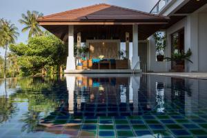 The swimming pool at or close to Peerapat Villa