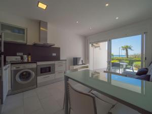 Una cocina o zona de cocina en InmoSantos Oasis E2