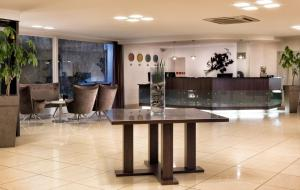 The lobby or reception area at Mercure Hotel Bielefeld Johannisberg