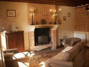 Coin salon dans l'établissement Vintage Holiday Home in Sentelie near Amiens