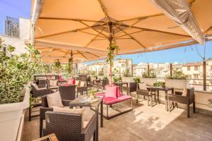 A restaurant or other place to eat at Hotel 87 eighty-seven - Maison d'Art Collection