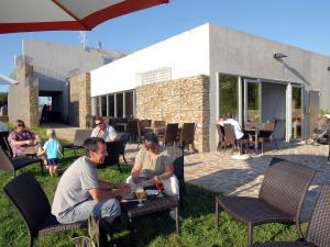 A restaurant or other place to eat at Holiday home Les Collines De Ste Féréole 2