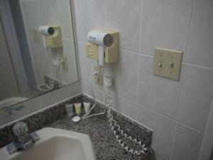 A bathroom at Aquarius Beach Tower