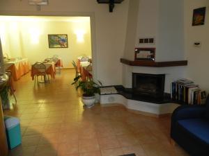 A seating area at Hotel Il Saraceno