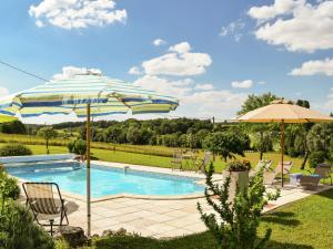 The swimming pool at or near Beautiful Cottage with Swimming Pool in Saint-Eutrope-de-Born