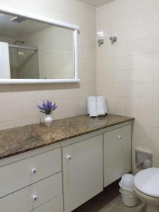 A bathroom at Flat em Ondina (ap.404)