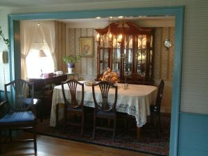 A restaurant or other place to eat at Truman Gillet House B & B