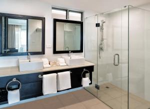 Tanoa International Dateline Hotelにあるバスルーム