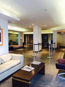 The lobby or reception area at Golden Fortaleza Flat Ap Particular
