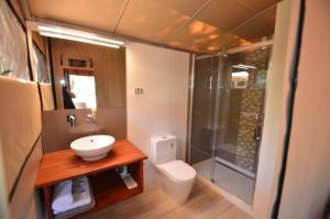 A bathroom at Coalmine Beach Holiday Park