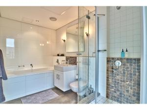 A bathroom at Cartwrights Studio 908 & 1008