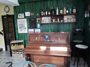 The lounge or bar area at Le Repos du Marinier