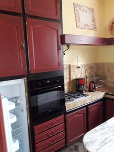 A kitchen or kitchenette at Le Repos du Marinier