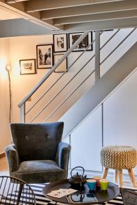 A seating area at My Maison In Paris - Sentier