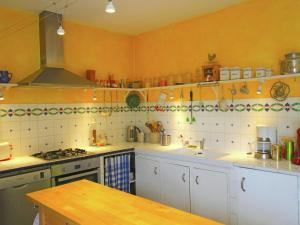 A kitchen or kitchenette at Luxurious Holiday Home in Cavaillon with Private Pool
