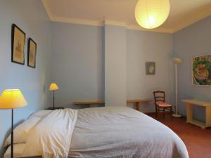 A bed or beds in a room at Luxurious Holiday Home in Cavaillon with Private Pool