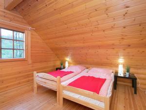 Ein Bett oder Betten in einem Zimmer der Unterkunft Vintage Chalet in Liebenscheid near the Forest