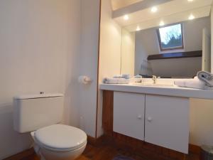 Salle de bains dans l'établissement Le Colibri 1