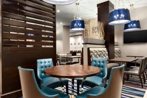 A restaurant or other place to eat at Embassy Suites by Hilton Atlanta NE Gwinnett Sugarloaf