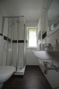 Ein Badezimmer in der Unterkunft Gästehaus Scheer