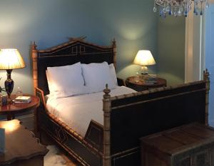 A bed or beds in a room at Inn at 34