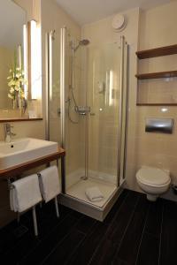 Et badeværelse på NordWest-Hotel Bad Zwischenahn