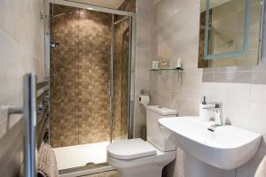 A bathroom at Belford House