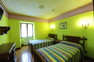 A bed or beds in a room at Hotel Rural Bereau