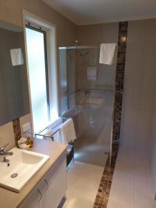 A bathroom at Deloraine Homestead