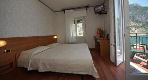 A bed or beds in a room at Hotel Alla Noce