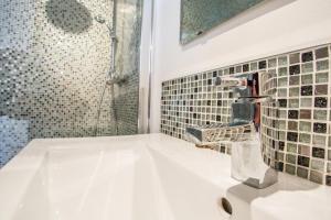 A bathroom at Lepartm