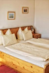Ein Bett oder Betten in einem Zimmer der Unterkunft Wolf-Hof