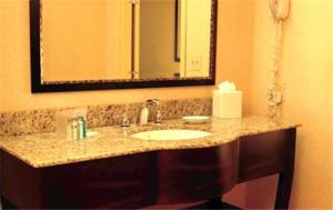 A bathroom at Hampton Inn Augusta