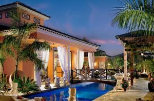 Piscina en o cerca de Royal Garden Villas & Spa, Luxury Hotel