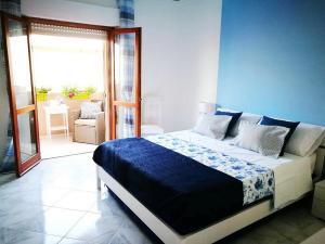 Letto o letti in una camera di Acquamarina Apartment with Terrace