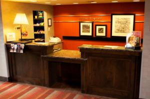 The lobby or reception area at Hampton Inn & Suites Flagstaff