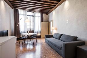 A seating area at MyPlace Campo Santa Margherita Apartments