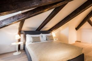 A bed or beds in a room at MyPlace Campo Santa Margherita Apartments