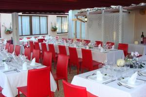 A restaurant or other place to eat at Arcas de Agua