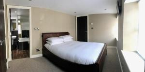 A bed or beds in a room at No. 14