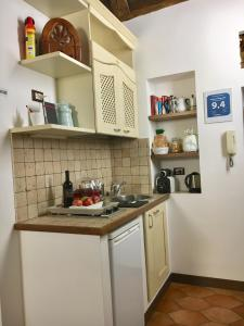 A kitchen or kitchenette at Pettinary Village B&B