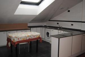 A kitchen or kitchenette at La Casona de Jovellanos