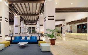Lobbyn eller receptionsområdet på H10 Estepona Palace