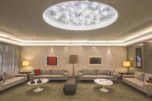 A seating area at Mirador Rio Copacabana Hotel