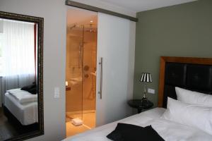 Ein Badezimmer in der Unterkunft Gasthof Engel