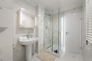 A bathroom at Aparments Urban Chic