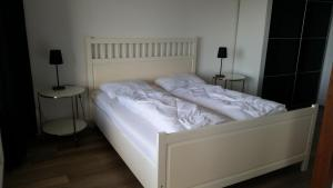 A bed or beds in a room at Sterflat 181
