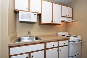 Extended Stay America - Nashville - Airport - Elm Hill Pikeにあるキッチンまたは簡易キッチン